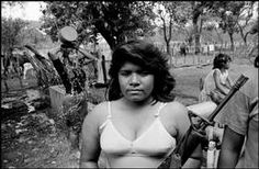 Larry Towell, Usulutan, El Salvador, Guerillas in camp. Salvadoran Civil War, Old Photos, Vintage Photos, Riot Grrrl, Magnum Photos, Central America, World War Ii, Black And White Photography, Revolutions