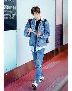 Boy Fashion, Korean Fashion, Asian Babies, Huang Renjun, Kpop Outfits, Airport Style, Pose Reference, Boy Groups, Beautiful People