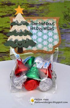 Doxie Mel Designs: O' Christmas Tree Treats! - Love the sentiment! Christmas Treat Bags, Christmas Food Gifts, Homemade Christmas Gifts, Christmas Paper, Christmas Candy, Christmas Holidays, Candy Crafts, Christmas Projects, Holiday Crafts
