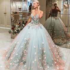 princess dress uploaded by Emanoelle Assiz on We Heart It Cute Prom Dresses, Ball Dresses, Elegant Dresses, Pretty Dresses, Homecoming Dresses, Formal Dresses, Dress Prom, Ball Gowns Prom, Cute Dresses For Weddings