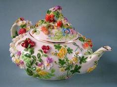 Oreshkinа Svetlana artist on porcelain. Vintage Pyrex, Vintage Tea, Tea Cup Saucer, Tea Cups, Teapots Unique, Teapots And Cups, Chocolate Pots, Tea Time, Tea Party