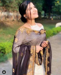 White Punjabi Suits, Punjabi Suits Party Wear, Indian Party Wear, Punjabi Suits Designer Boutique, Indian Designer Suits, Patiala Suit Designs, Kurti Designs Party Wear, Designer Kurtis, Designer Dresses