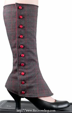 An awesome dressed up version of leg warmers. Ne voglio fare un po '! Steampunk Spats, Mode Steampunk, Victorian Steampunk, Steampunk Costume, Steampunk Fashion, Victorian Fashion, Steampunk Clothing, Shoe Refashion, Diy Vetement