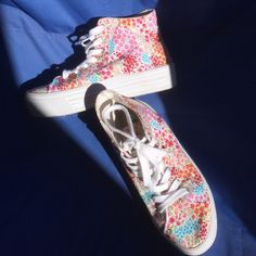 SODA Floral High-top Platform sneakers Brand: SODA         Size: 6.5         Heel High: 1.57in.         Keeps in great condition, no obvious stains Soda Shoes Sneakers