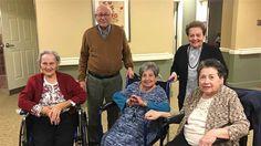 Os cinco irmãos não dividiam o mesmo teto há mais de sete décadas, mas resolveram passar o resto de suas vidas juntos!