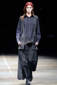 Yohji Yamamoto Fall 2010 Ready-to-Wear Fashion Show - Daiane Conterato (Elite)