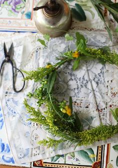 I often use my pruning sheers from Etsy shop stitchintime — especially when crafting floral toppers. #MaggiePate #InksandThread