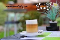 No llegamos a los 14º en #Donostia #SanSebastian pero seguro que al sol en la terraza del #vamosalbully aún parece verano... Vienes a comer? Cocina ya abierta #aiete #berabera vamosalbully.com Y si no entras en calor de postre un buen café con leche en vaso