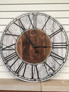 Farmhouse Style Wooden Pallet Clock 20 30 or 40 by FarmhouseClocks Wooden Pallet Crafts, Wooden Pallets, Wooden Diy, Pallet Wood, Pallet Boards, Farmhouse Clocks, Rustic Farmhouse, Farmhouse Style, Pallet Clock