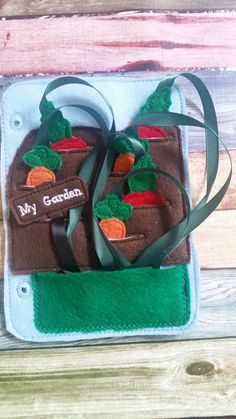This vegetable garden is so much fun! This is a great addition to a quiet book, or a stand alone activity page. It is great for car rides, airplane trips, church, doctor offices, or anywhere you want to keep little hands busy. This listing is for one pocket vegetable garden
