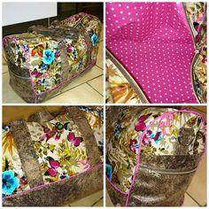 Le sac weekend Boston de Coco, en tissu enduit et simili avec une touche de passepoil !  Patron de couture Sacotin.