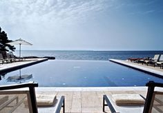 A chic and luxurious five-star hotel 10 minutes from Palma, with sea views, spacious rooms and an upscale spa