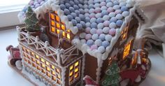 Vielä muutama piparkakkutalo jouluksi uusiin koteihin :) Tässä toiveena oli iso maalaistalo, reki, tonttu ja kettu sekä talon katto ranska...