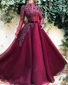 Lace to Love TMD Gown : Details - Wine color - Classic honeycomb Mesh fabric - Handmade embrodered crystals and flowers - Ball-gown style - Party dress Evening dress Weeding dress