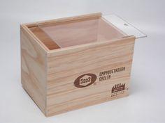 Caja multilaminado pino 8mm con acrílico transparente.