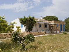 Ville esclusive in affitto a Formentera: Casa y Entorno Good House, My House, Ibiza Formentera, Greek House, Outdoor Spaces, Outdoor Decor, European House, Spanish House, Cabins And Cottages