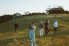 Can we just sit in a field for hours disposable camera, summer vibes, daydream Ernst Hemingway, Haus Am See, Summer Aesthetic, My Vibe, Teenage Dream, How To Pose, Friend Photos, Looks Cool, Friend Pictures