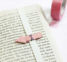 DIY paper craft, marque page Creative Bookmarks, Diy Bookmarks, Crochet Bookmarks, Valentines Bricolage, Valentines Diy, Diy Marque Page, Cheap Stocking Stuffers, Meaningful Gifts, Easy Gifts