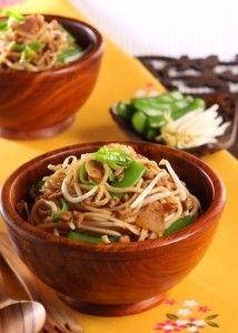 Bami Goreng, Indonesisch - Recept - Jumbo Supermarkten Wok, Japchae, Thai Red Curry, Chili, Ethnic Recipes, Indian, Chile, Chilis
