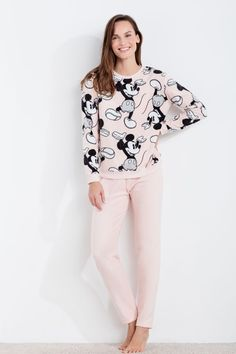Find out Kendall jenner clothing, Jenners removes Personalities styles. Cute Pajama Sets, Pajama Day, Cute Pajamas, Girls Pajamas, Pijama Disney, Disney Pajamas, Lazy Day Outfits, Outfits For Teens, Pijamas Women