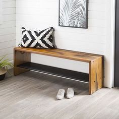 Rustic Reclaimed Amber Wood Entry Bench Include this beautiful bench in your hallway or entryway for some additional storage, seating, and Home Decor Styles, Home Decor Accessories, Diy Projects On A Budget, Diy Home Decor Rustic, Diy Casa, Elegant Homes, Creative Home, Interior Design, Solid Pine