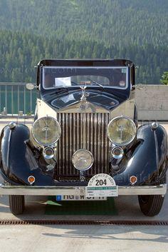Rolls Royce Phantom Vintage   | More here: http://mylusciouslife.com/historical-books-reading-list-british-american-social-history/
