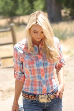 This lightweight cotton western shirt features roll-tab sleeves. Looks great with our Cruel Girl Western fashion jeans. Cowgirl Outfits, Western Outfits, Western Shirts, Western Wear, Cowgirl Fashion, Country Outfits, Country Girls, Country Women, Cowgirls