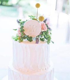 Pretty Wedding Cakes, Rustic Wedding Cake Toppers, Wedding Cupcakes, New Years Wedding, Wedding Tips, Dream Wedding, Cake Table, Savoury Cake, Spring Wedding