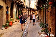El agua recorre en verano las calles de esta preciosa localidad. A muy pocos kilómetros de la Almazara de San Pedro puedes disfrutar de preciosas excursiones.