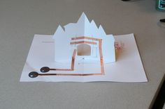 Paper crafts incorporating electronics are simple and fun. Decorate a princess's castle and light it up with LEDs and copper wire! Paper Engineering, Card Patterns, Book Design, Pop Up, Coloring Books, Castle, Paper Crafts, Electronics, Create