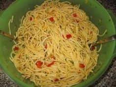 Salad Recipes The perfect Gabi& Spaghetti Salad Recipe with picture and easy step-by-step . Healthy Diet Recipes, Healthy Meal Prep, Healthy Cooking, Whole Food Recipes, Salad Recipes, Cooking Recipes, Spaghetti Salad, Spaghetti Recipes, Antipasto