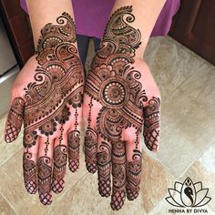 Mehndi design is extremely very famous for every occasion. Everyone can find best mehndi design for any festival. Simple and Easy Mehndi Designs Images. Latest Arabic Mehndi Designs, Indian Mehndi Designs, Mehndi Designs Book, Henna Hand Designs, Mehndi Designs 2018, Modern Mehndi Designs, Mehndi Design Pictures, Bridal Henna Designs, Mehndi Designs For Girls