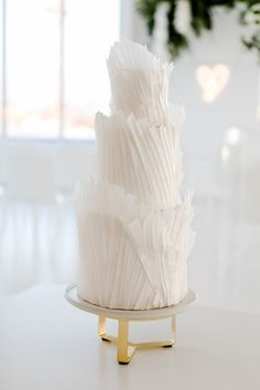 Beautiful pleated frill wedding cake for an all white wedding theme Wedding Cake White, Wedding Cake Vintage, Modern Wedding Cakes, Big Wedding Cakes, Modern Cakes, Beautiful Wedding Cakes, Gorgeous Cakes, Wedding Cake Designs, Wedding Desserts