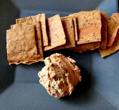 Raw Food Passion: Homemade flax crackers and hummus