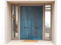 Puerta de acceso a vivienda #prietomaderas #madera #wood #puerta #chile Loft, Exterior, Colours, Curtains, Architecture, Door Ideas, Chile, Furniture, Space
