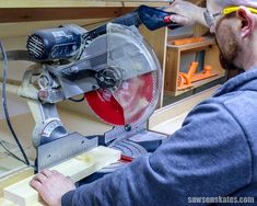 Miter Saws 7 miter saw tricks and tips to make the most of your saw! - The miter saw is one of the tools we use the most to make DIY furniture projects. Here are 7 miter saw tricks and tips to make the most of your miter saw! Essential Woodworking Tools, Antique Woodworking Tools, Used Woodworking Tools, Small Woodworking Projects, Woodworking Basics, Woodworking Techniques, Woodworking Crafts, Woodworking Classes, Woodworking Garage