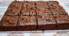 Basically fruitytarian: Best and healthiest vegan brownies ever Healthy Vegan Brownies, Healthy Vegan Desserts, Whole Food Recipes, Cake Recipes, Finnish Recipes, Sweet Tooth, Food And Drink, Treats, Snacks