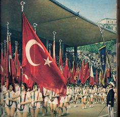 """""""Ey yükselen yeni nesil, gelecek sizindir. Cumhuriyeti biz kurduk; onu yükseltecek ve sürdürecek sizsiniz.."""" Mustafa Kemal ATATÜRK ATATÜRK'ü Anma, Gençlik ve Spor Bayramı'mız kutlu olsun! Fotoğraf: (19 Mayıs 1958)"""