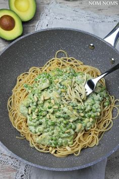 spaghetti mit avocado-erbsen-sauce   spaghetti with avocado peas sauce (vegan)