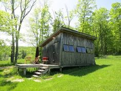 Photographer Matthew Hranek's guest cabin near Callicoon, New York. Ideas De Cabina, Guest Cabin, Brown House, Hotels, Cabins And Cottages, Small Cabins, Cabin Rentals, Vacation Rentals, Vacations