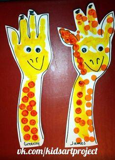 Easy bat craft for preschoolers, kindergartners and olde. Easy bat craft for preschoolers, kindergartners and older kids to make for Halloween. Giraffe Crafts, Zoo Crafts, Animal Crafts For Kids, Baby Crafts, Toddler Crafts, Preschool Crafts, Kids Crafts, Thanksgiving Activities For Kindergarten, Zoo Activities
