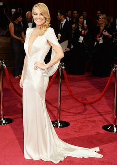 Kate Hudson in fabulous classic chic pointy cape top pale silver Atelier Versace gown  at the#Oscar2014 #Oscars2014