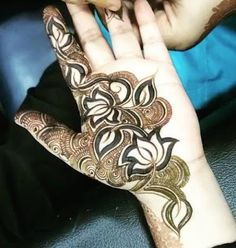 Check out the 60 simple and easy mehndi designs which will work for all occasions. These latest mehandi designs include the simple mehandi design as well as jewellery mehndi design. Getting an easy mehendi design works nicely for beginners. Khafif Mehndi Design, Simple Arabic Mehndi Designs, Indian Mehndi Designs, Mehndi Style, Mehndi Design Pictures, Beautiful Henna Designs, Mehndi Designs For Hands, Easy Mehndi, Heena Design