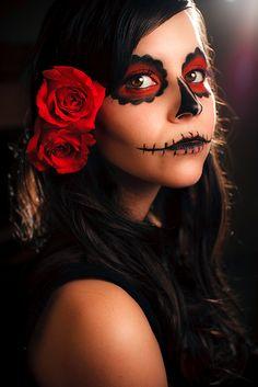 10 Spooky Makeup Looks for the Halloween Fanatic Cute Halloween Makeup, Halloween Skull, Halloween Costumes, Vintage Halloween, Halloween Makeup Sugar Skull, Skeleton Costumes, Skeleton Makeup, Halloween Ideas, Sugar Skull Costume