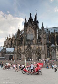 Simple Tips To Prevent Lost Luggage Dusseldorf, Germany www.lj.travel/... #legendaryjourneys