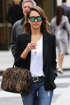 JESSICA ALBA | MIRROR SUNGLASSES + LEOPARD BAG - Le Fashion | Summer Shades