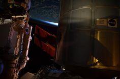 Quando le luci esterne sono accese delle ombre molto interessanti appaiono sul nostro avamposto nello spazio!