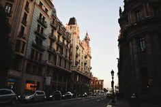 """""""Regalo un cielo y luego cobro el precio."""" #supongo #rafapons #cantautor #music #landscape #urban #city #barcelona #vialayetana #shadows #dark #winter #vsco #vscocam #tuesday #morning"""