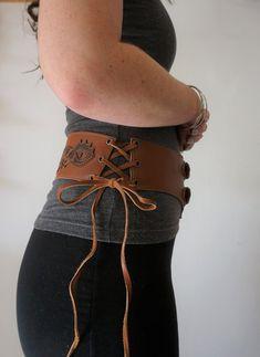 b6ea959416b4 ceinture large cuir ceinture cuir femme ceinture médiévale   Etsy Ceinture  Cuir Femme, Ceinture Large