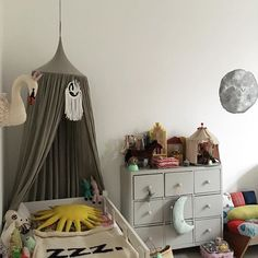 Happy afternoon #kidsroom #kinderkamerstyling #kinderkameraccessoires #nursery #nurserydeco #kidsstyle #barnrum #barnrumsinspo #lifestyle #homedeco #homedesign #homedecoration #interiors #interior444 #interior123 #design #picoftheday #pictureoftheday #farrowandball #favorite #bobochoses